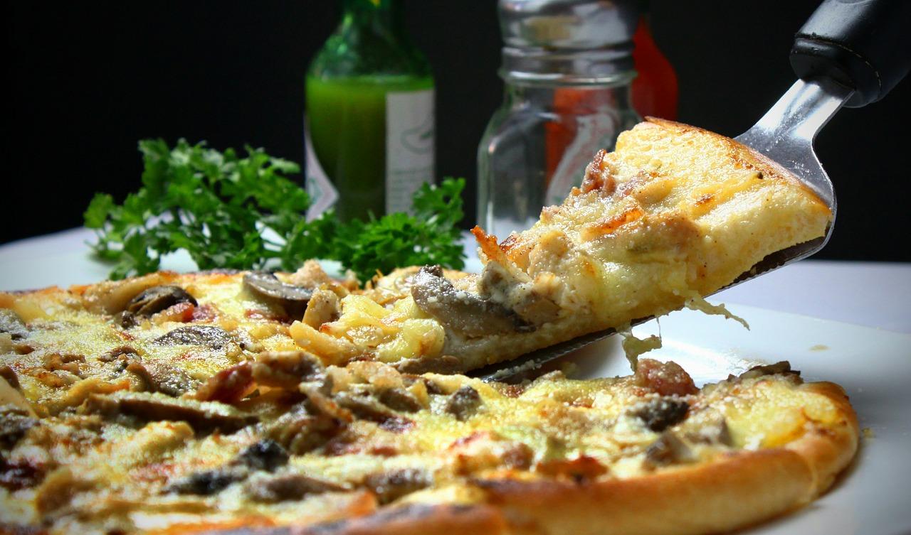 Source : Pixabay. Un pizza à base de fromage végétal.